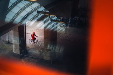 Biker in Red, AmsterdamFotograaf Bas Hordijk (RAI station - March 2018)